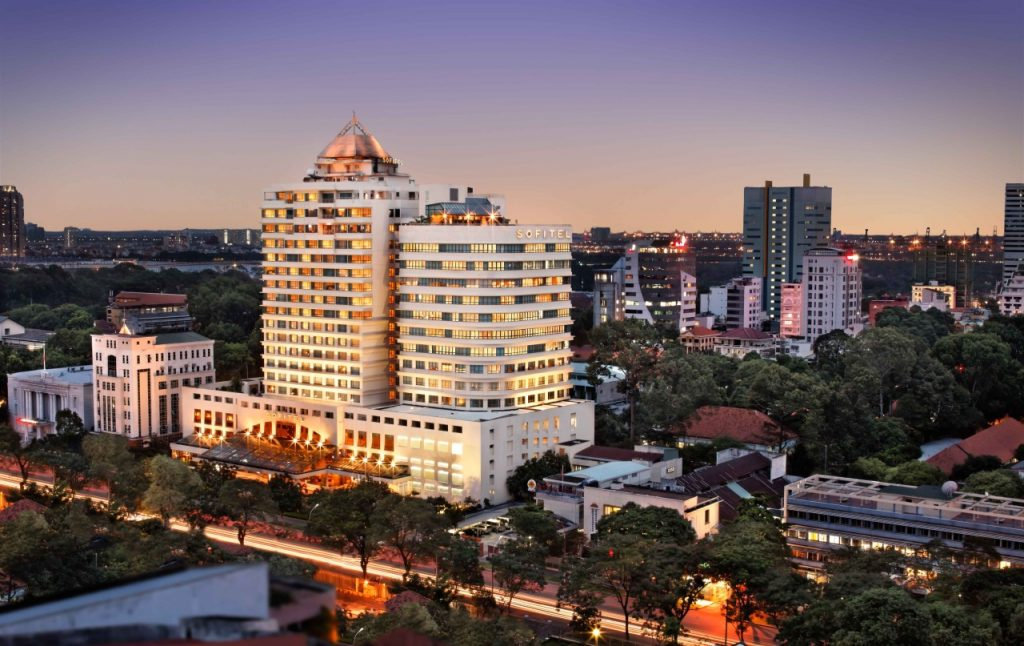 sofitel-plaza-saigon_facade-night1
